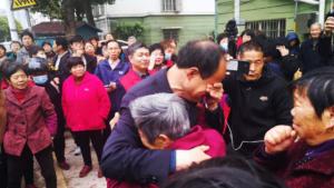 Mr. Zhang Jiangyu hugs his family after